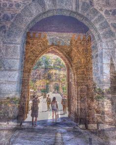 #Puente de Alcántara sobre el río Tajo era una entrada a la ciudad. Junto al castillo de San Servando. #Toledo Ciudad de las tres culturas  #travel #visiting #instatravel #tourism #tourist  #photooftheday  #toledospain #toledoturismo #toledocity #toledoespaña #igerstoledo  #Viaje #Viajeros  #perspective #iphone7plus  #street #ok_streets #streetphotography  #unpaseounafoto #todoclick #igerespaña #igersspain #igersgallery  #hdr #hdr_pics #hdr_lovers #hdrphotography
