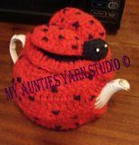 Lady Bug Teapot Cozy by Annette Stewart free crochet pattern on Ravelry at… Crochet Cozy, Free Crochet, Knitted Tea Cosies, Ladybug Crafts, Mug Cozy, Crochet Kitchen, Lady Bug, Cover, Tea Pots