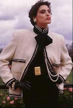 Inès de la Fressange chanel brand fashion women Source by hendrikneels fashion women clothing Chanel Outfit, Chanel Jacket, Chanel Fashion, 80s Fashion, Fashion Brand, Vintage Fashion, Fashion Outfits, Womens Fashion, Fashion Design