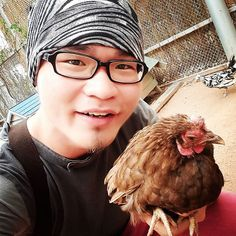 #throwback trip in #pattaya sheep farm. But selfie with a chicken instead a version without wearing shoes. Haha