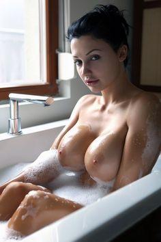 The Lovely Boobs : Photo