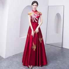 Chinese style Burgundy Evening Dresses 2018 A-Line / Princess Bow Embroidered High Neck Backless Cap Sleeves Floor-Length / Long Formal Dresses Champagne Evening Dress, Burgundy Evening Dress, Grad Dresses Short, Red Wedding Dresses, Unique Dresses, Beautiful Dresses, Chinese Gown, Red Frock, Hijab Dress Party