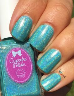 A creamy cyan linear holographic polish.Finish: Creamy holographicNumber of coats: 2Holographic effect: MediumTexture: SmoothTop Coat: Recommended Staining: None reported