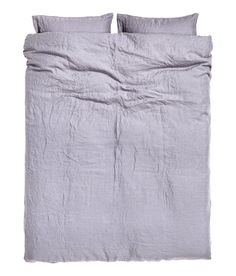 White. PREMIUM QUALITY. King/queen duvet cover set in washed linen with double-stitched seams at edges. Duvet cover fastens at foot end with concealed metal