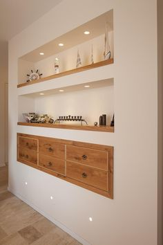 installation - How do I build floating shelves in a nook with a mirror behind it? - Home Improvement Stack Exchange Living Room Modern, Home Living Room, Living Room Decor, Interior Design Living Room, Living Room Designs, Entry Furniture, Furniture Dolly, Living Room Shelves, In Wall Shelves