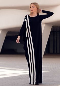 White Maxi Dresses, Nice Dresses, Abaya Fashion, Fashion Dresses, White Kaftan, Black Abaya, Plus Size Outfits, Black White, Womens Fashion