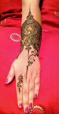 Henna mehndi designs for hands are popular in the whole World. Henna mehndi designs are available in wide range of designs and styles. These henna mehndi Mehandi Designs, Mehandi Design For Hand, Simple Arabic Mehndi Designs, Beautiful Mehndi Design, Latest Mehndi Designs, Henna Tattoo Designs, Bridal Mehndi Designs, Heena Design, Design Tattoos