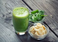 Immune Boost: Smoothie - Your Healthy Living With winter fast approaching, it's time to boost the immune system. Try this green smoothie full of key nutrients to help fight the yearly winter bugs, from nutritionist Sally Wisbey Smoothies Banane, Smoothies Detox, Green Smoothie Cleanse, Green Smoothie Recipes, Healthy Smoothies, Healthy Drinks, Dinner Smoothie, Healthy Snacks, Protein Packed Breakfast