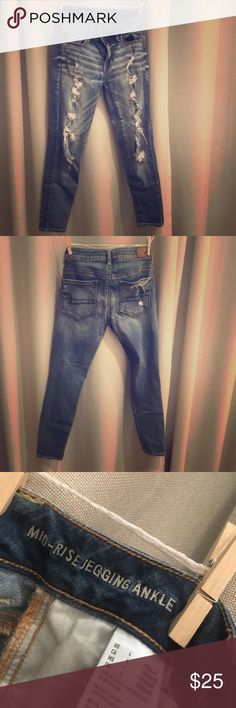 """American eagle jeans American eagle supper stretch ankle jeggings! Size 4 The inseam measures 25"""" and the rise measures 12"""" Jeans Ankle & Cropped"""