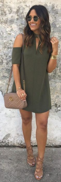 Green Open Shoulder Dress / Brown Leather Shoulder Bag / Brown Sandals cute outfits for girls 2017 Mode Outfits, Dress Outfits, Fall Outfits, Summer Outfits, Fashion Outfits, Clubbing Outfits, Dress Fashion, Fashion Clothes, Dress Summer
