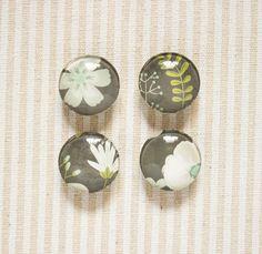 Flowers Glass Magnets // Kitchen Magnet, Office Deco, Vintage Magnet, Fridge Magnet, 1'' Magnet, Set of Four Magnets, Glass Magnet de la boutique SomniumBoutique sur Etsy