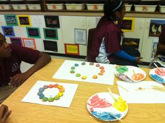 Im convinced all students love to eat... This is a fun activity for my Art 1 students after we learn color theory.  Edible color wheels.  A box of vanilla wafers, food coloring and white icing. Yum!