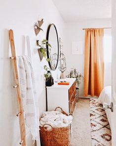 This is a Bedroom Interior Design Ideas. However, it is important to her, not only for comfort but also style. Interior Exterior, Home Interior, Interior Design, Houses Architecture, Uo Home, Deco Design, Design Design, My New Room, Home Decor Bedroom