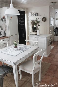 Cottage Kitchen - Seating for four