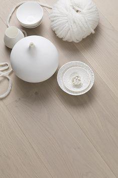 The light and clean oak floor Warm Cotton, BOEN. Classic Elegance, Classic Style, Modern Flooring, Flooring Options, Hardwood, Candle Holders, Warm, Living Room, Elegant