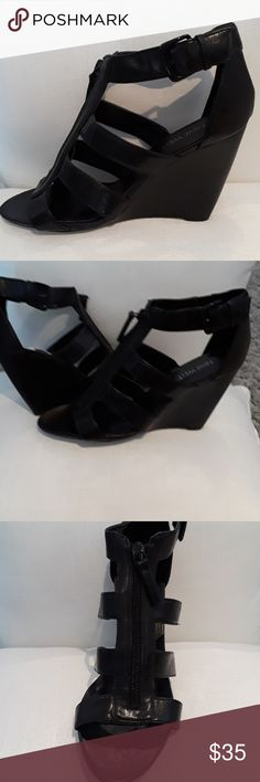 LIKE NEW Nine West Black Strappy Wedges LIKE NEW Nine West Black Strappy Wedges SIZE 8.5 Very Versatile Wedges for day or night and really comfortable!!!! Nine West Shoes Wedges