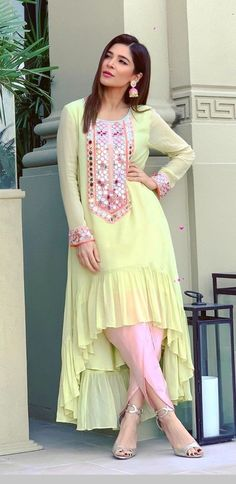 Pakistani Fashion Party Wear, Pakistani Dress Design, Pakistani Dresses, Pakistani Bridal, Muslim Fashion, Indian Dresses, Stylish Kurtis Design, Stylish Dress Designs, Designs For Dresses