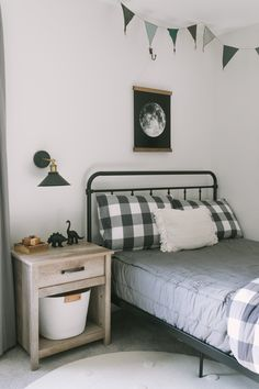 5 Tips For Transitioning Toddlers to Big Kid Beds - Katie Lamb 5 Tips For Transitioning Toddlers to Boy Toddler Bedroom, Big Boy Bedrooms, Toddler Rooms, Kids Bedroom, Child Room, Girl Rooms, Toddler Twin Bed, Lego Bedroom, Twin Toddlers