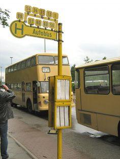 Bushaltestelle Berlin   Alte Bushaltestelle , aufgestellt in Spandau 2007