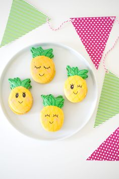 'Party like a Pineapple' Party Ideas + FREE printables Luau Birthday, Birthday Parties, 13th Birthday, Birthday Ideas, Used Cardboard Boxes, Summer Parties, Summer Crafts, Craft Stick Crafts, Birthday Party Decorations