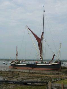 Thames barge Nautical Painting, Boat Painting, Old Sailing Ships, Boat Fashion, London History, Ocean Themes, Small Boats, Wooden Boats, Tall Ships