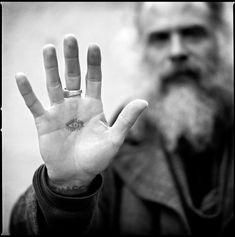 Daniel Higgs portrait by photograher Alberto Polo. Palm Tattoos, Bone Tattoos, Tattoo Design Drawings, Tattoo Designs, Tattoo Ideas, Acme Tattoo, Daughter Of Smoke And Bone, Epic Tattoo, Celtic Tattoos
