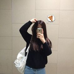 Imagem de girl, pizza, and black