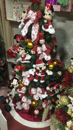 Disney Christmas Tree Decorations, Unique Christmas Trees, Mickey Christmas, Christmas Themes, Christmas Wreaths, Merry Christmas, Xmas, Holiday Decor, Holiday Ideas
