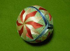 作品紹介-都てまり - miyakotemari0000 ページ! Temari Patterns, Soccer Ball, Asian Art, Japanese, Quilts, Balls, Scrappy Quilts, Comforters, Japanese Language