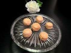 Rose flavoured macarons Macarons, Delicious Food, Panna Cotta, Rose, Ethnic Recipes, Dulce De Leche, Pink, Yummy Food, Macaroons