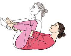 Yogilates bessert Blähungen  Auf den Boden legen, die Fußgelenke von innen umfassen. Den Oberkörper nach hinten lehnen, die Füsse anheben. Beim Ausatmen 3-mal die Fußkanten aneinanderklopfen, beim Einatmen langsam nach hinten rollen. Den Kopf nicht ablegen und mit dem Ausatmen wieder aufrollen und 3-mal klopfen. Die Übung 5-mal wiederholen.