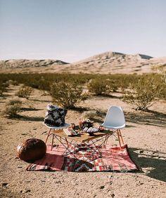Elopement in the desert? Our favorite✌ : @rachelgulotta