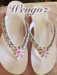 Flip Flop Slippers, Flip Flop Shoes, Crochet Shoes, Crochet Slippers, Beaded Beads, Flip Flop Craft, Crochet Flip Flops, Decorating Flip Flops, Cute Flip Flops