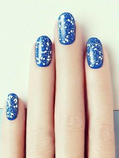 This speckle nail art will be sure to make a statement this summer!