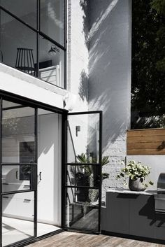 Bell Street House / Techne Architecture + Interior Design Home style Home design Minimalism black window frames