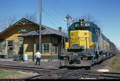 Net Photo: CNW 871 Chicago & North Western Railroad EMD at Merrillan, Wisconsin by Bill Edgar Old Train Station, Train Stations, Railroad History, Union Pacific Railroad, North Western, Railroad Photography, Old Trains, Electric Train, Train Pictures