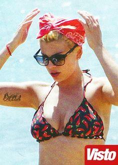 Emma Marrone hot al mare!   Guarda le foto su GossipNews