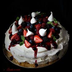 #pavlova #cake #fresh #fruits #tort #fructedepadure #dulciuri #desert #makewithjoy #bakedwithlove #paulamoldovan #bezea Pavlova Cake, Deserts, Pie, Sweets, Fresh, Food, Torte, Cake, Gummi Candy