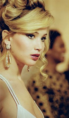 Jennifer Lawrence as Rosalyn Rosenfeld, American Hustle. Blonde hair with dark roots and eyebrows Up Hairstyles, Braided Hairstyles, Wedding Hairstyles, Beautiful Hairstyles, Jennifer Lawrence American Hustle, Cabelo Jennifer Lawrence, Jenifer Lawrance, Look Body, 70s Hair