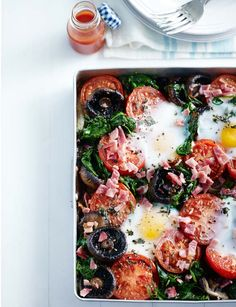Full English traybake. Simple but amazing breakfast or brunch to kick off your day with. Serves 4.