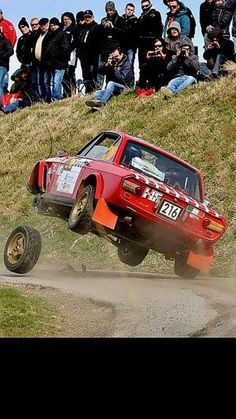 Lancia Fulvia HF - a strange new three wheeled version. Autos Rally, Rally Car, Sport Cars, Race Cars, Wheel In The Sky, Lancia Delta, Motosport, Car Memes, Car Crash