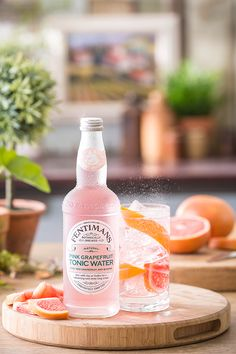 Made with ruby red grapefruit and quinine for a tonic that is refreshingly dry and crisp. Mix with Gin or Vodka for a refreshing and zesty long drink. No artificial sweeteners, flavourings or preservatives. Gin Recipes, Gin Cocktail Recipes, Cocktail Drinks, Cocktail Photography, Food Photography, Best Gin Mixers, Gin And Tonic, Vodka Tonic, Design Management