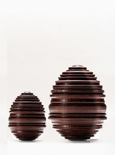 The Oeuf Tourne was handsculpted by artisan chocolatier Nicolas Berger at the request of chef Alain Ducasse English Chocolate, Easter Chocolate, Love Chocolate, Alain Ducasse, Chocolates, Chocolate Showpiece, Chocolate Rabbit, Chocolate Sculptures, Pastry Art