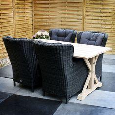 De #tuinset Evita bestaat uit de tuintafel Naomi en vier tuinstoelen Maria rock grey. De tafel heeft een natuurlijke uitstraling en is extra stevig door de onderliggende balk. De tafel is gemaakt van Acaciahout, dit is hardhout dat veel gebruikt wordt voor tuinmeubelen doordat het in veel verschillende varianten geproduceerd kan worden.