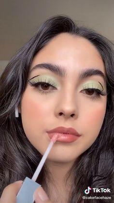 Hair and beauty – Kylie jenner makeup Cute Makeup, Glam Makeup, Gorgeous Makeup, Makeup Inspo, Makeup Lipstick, Makeup Tips, Eyeshadow, Sultry Makeup, Elegant Makeup
