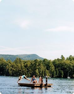 Adirondacks Summer Lake House- Finding themselves back where they belong, Lee Woodruff's family carries on the traditions of summers past. Summer Feeling, Summer Vibes, Haus Am See, Lake Pictures, Summer Pictures, Good Vibe, Summer Aesthetic, Camping Aesthetic, Flower Aesthetic