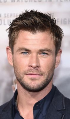 How To Get The New Chris Hemsworth Thor Ragnarok Haircut Bob thor haircut style - Haircut Style Trending Hairstyles For Men, Teen Boy Hairstyles, Haircuts For Men, Cool Hairstyles, Formal Hairstyles, Chris Hemsworth Thor, Flat Top Haircut, Haircut Style, Haircut Bob