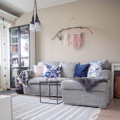 Ohjetta ja vähän muutakin - Pientä kivaa Couch, Furniture, Home Decor, Settee, Decoration Home, Sofa, Room Decor, Home Furnishings, Sofas