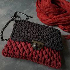 ...кто сказал, что вязаные сумочки только для лета?)))... на мой взгляд, вполне осенняя красотка... а вы что думаете?...( пряжа Biskvit от @pryazha_centr )