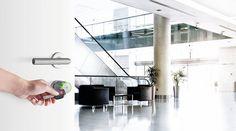 Öffnen Sie Ihre Welt mit ENiQ® Pro! Die Anforderungen an ein elektronisches Schließsystem meistert DOM ENiQ® Pro spielend. Einmalig macht ihn seine Flexibilität – Nicht nur in Bezug auf die Vergabe und Verwaltung von personalisierten Zutrittsberechtigungen überzeugt ENiQ® Pro. Dank der unterschiedlichen Bauformen und Varianten kann er im Innenbereich ebenso eingesetzt werden wie im Außenbereich. Dom, Detached House, World